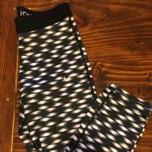 Nike Dri-Fit Cropped Patterned Leggings